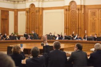 Acelasi guvern demis acum o luna a fost inscaunat din nou, cu voturile PSD. Filmul unei zile ridicole in Parlament