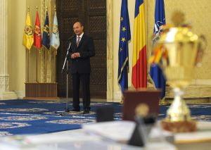 Active Watch-AMP: Basescu arunca cu noroi si generalizari iresponsabile in toata presa