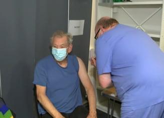"Actorul Ian McKellen, Gandalf din Stapanul Inelelor, s-a vaccinat anti-COVID: ""Ma simt euforic"""