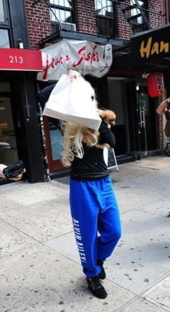 Actrita prinsa la furat intr-un magazin din New York