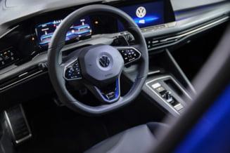 Acuzata ca si-a pacalit ani de zile clientii, divizia din SUA a Volkswagen a anuntat ca isi schimba numele. S-a dovedit a fi o noua pacaleala