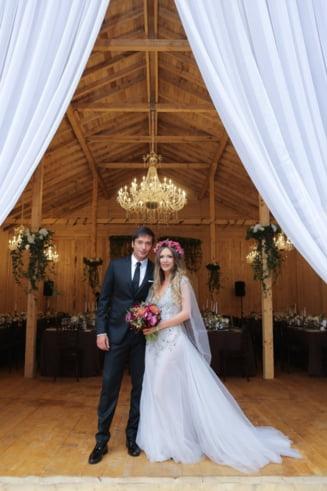 Adela Popescu s-a maritat - Nunta, in hambar (Galerie foto)
