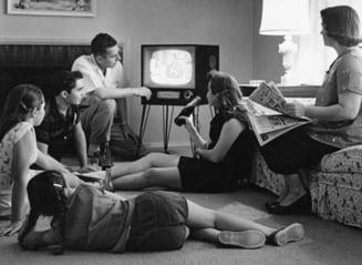 Adolescentii romani, de nedezlipit de ecranul televizorului si al calculatorului - studiu
