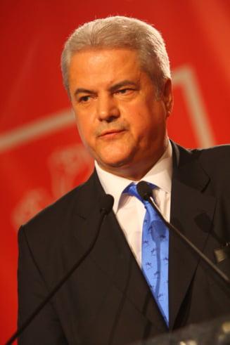 Adrian Nastase, catre politicieni: Exista riscul de a repeta istoria