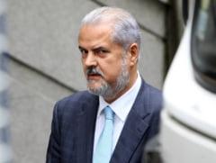 Adrian Nastase, condamnat model - trei carti si opt recompense dupa gratii