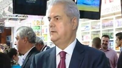 "Adrian Nastase a lansat ""Lumea, americanii si noi"", la Bookfest (Video)"