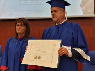 Adrian Nastase a primit titlul ''Doctor Honoris Causa'' al Universitatii ''Aurel Vlaicu''. Laudatio tinut de Andronescu