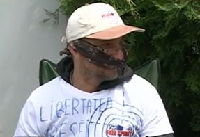 Adrian Sobaru a intrat in greva foamei in fata TVR (Video)