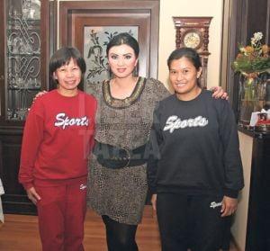Adriana Bahmuteanu si-a angajat servitoare din Filipine
