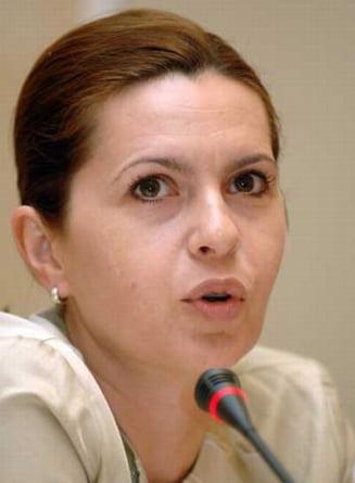 Adriana Saftoiu: Nu i-am cerut lui Traian Basescu sa-mi numeasca sotul sef la SIE (Video)