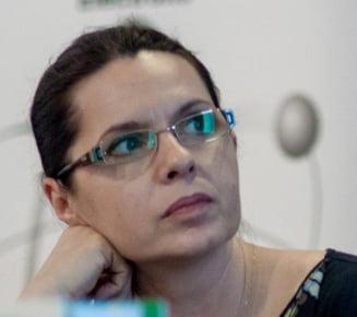 "Adriana Saftoiu si ""Cronica de Cotroceni"": Cea mai mare greseala e sa ne indragostim de politicieni"