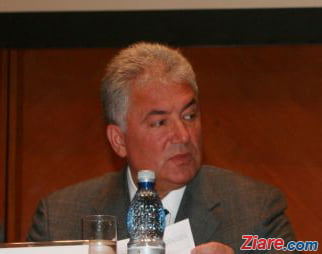 Adriean Videanu, retinut - Va fi suspendat din partid daca va fi arestat preventiv