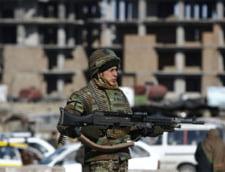 Afganistan: Doi barbati imbracati in uniforma militara au ucis un soldat NATO