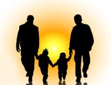 Afise in autobuzele din Galati: Daca nu vii la vot, doi barbati vor putea adopta un copil