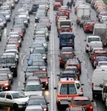 Afla cum poti scapa de aglomeratia din trafic in weekend