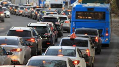 Aglomerație pe Autostrada A1. Trafic intens şi la una din intrările în Capitală