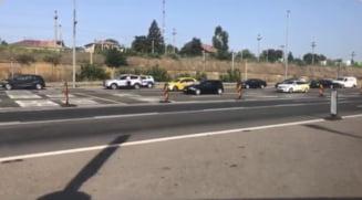 Aglomeraţie pe sensul spre litoral al A2. Poliţiştii fluidizează traficul în zona staţiei de taxare de la Feteşti VIDEO