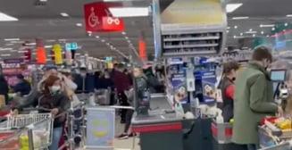 Aglomeratie in magazinele din Timisoara: Oamenii au luat cu asalt supermarketurile cu cateva ore inainte de intrarea in carantina