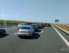 Aglomeratie pe Valea Prahovei si pe Autostrada Soarelui: se circula in coloana spre Bucuresti
