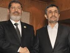 Ahmadinejad invita elitele din Egipt, studentii si jurnalistii sa viziteze Iranul