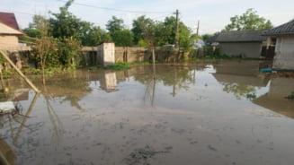 """Ajutoare financiare """"de urgenta"""" pentru persoanele afectate de inundatii. Iar """"de urgenta"""" inseamna... la iarna!"""