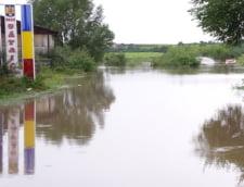"""Ajutoarele de inundatii nu au ajuns peste tot - cine a fost """"sarit"""""""