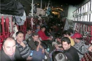 Al doilea avion militar cu romani revine de la Tripoli vineri seara