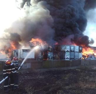 Al treilea incendiu la acelasi depozit de mase plastice din Prahova: Focul ar fi fost pus intentionat