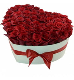 Alege o florarie online Bucuresti de unde poti comanda buchete de trandafiri cu semnificatie