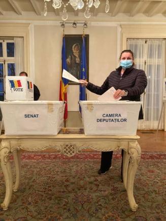 Alegeri parlamentare 2020. S-au deschis sectiile de votare in vestul SUA si Canadei