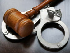 Alegeri prezidentiale 2014: Doi judecatori arestati la domiciliu pentru coruptie merg la vot