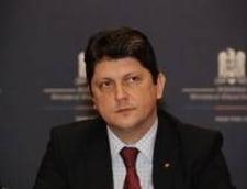 Alegeri prezidentiale 2014: Romanii din diaspora, tinuti la coada - se cere demisia lui Corlatean