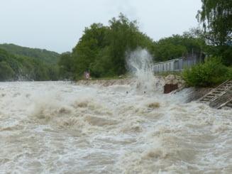 Alertă de inundații pe râuri din patru județe. Care sunt zonele afectate și până când este valabilă avertizarea