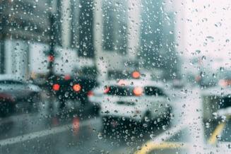 Alerta de ploi torentiale si vijelii. Cod portocaliu in sapte judete din tara