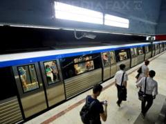 Alerta de securitate la metrou, din cauza unui colet suspect. Doua statii de metrou au fost evacuate. Update: Coletul continea doua sticle cu suc si un sandvis
