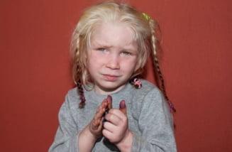 Alerta internationala pentru cautarea parintilor unei fetite blonde, rapite de rromii din Grecia