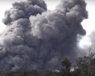 Alerta rosie pentru aviatie in Hawaii. Un nor urias de cenusa s-a ridicat din vulcanul Kilauea (Foto&Video)