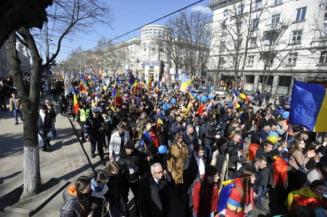 Alerte cu bomba la Chisinau, la marsul in care 50.000 de oameni cu cerut unirea cu Romania (Video)