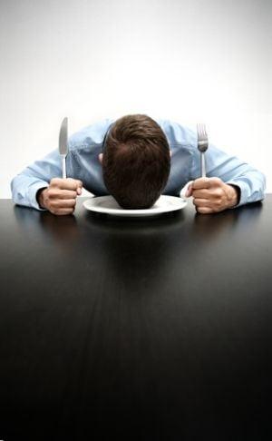 Alimente care te ajuta sa dormi si altele care iti fura somnul