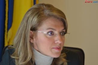 """Alina Gorghiu: """"M-as bucura sa ne lase Ponta fara obiectul motiunii"""". Intre stenograme si huiduieli, e pace in PNL? Interviu"""
