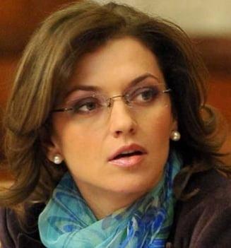 Alina Gorghiu: Abia astept sa ne dam demisia din Parlament!