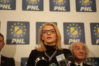 Alina Gorghiu evita sa vorbeasca de demisie, liderii din teritoriu vor alegeri in partid: Liberalii sunt sariti de pe sina