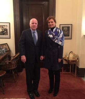 Alina Gorghiu s-a intalnit in SUA cu John McCain - Ce subiecte au fost abordate
