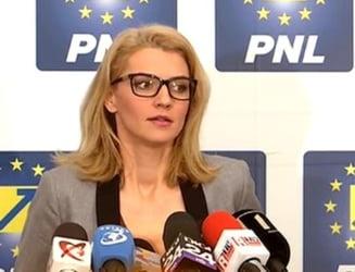 Alina Gorghiu si-a dat demisia de la sefia PNL