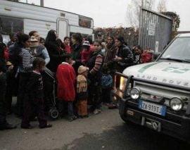 Alti 120 de rromi expulzati de Sarkozy vor ajunge joi in Romania