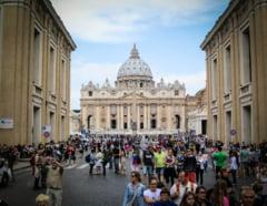 Alti trei fosti baieti de altar sustin ca au fost abuzati sexual de doi preoti din Vatican