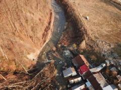 Alunecare de teren in Prahova, trei locuinte au fost evacuate, locatarii au plecat la rude