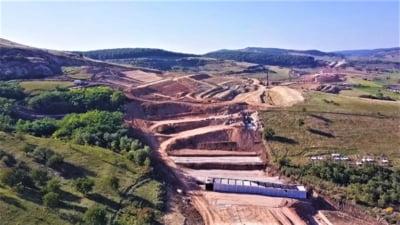 Alunecare masivă de teren pe Autostrada Transilvania. Solul instabil, o problemă majoră pentru constructori VIDEO