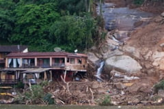 Alunecari de teren in Columbia: 24 de morti