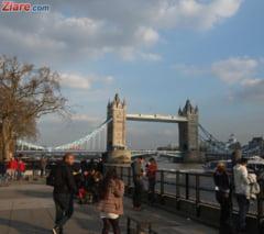 Ambasada: Jumatate de milion de romani din Marea Britanie au aplicat pentru statutul de rezident